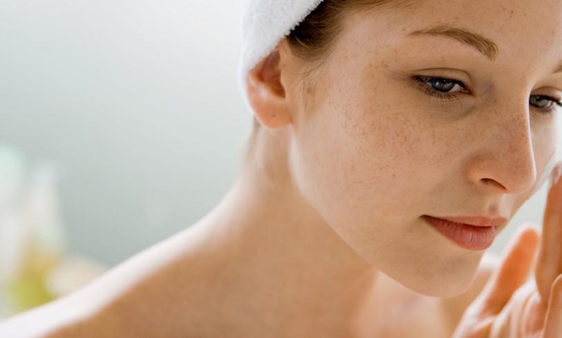 2 Cara Simple Dan Ampuh Untuk Menghilangkan Flek Hitam Di Wajah Yang Membandel Beserta Rekomendasi Produknya  Di Tahun 2020